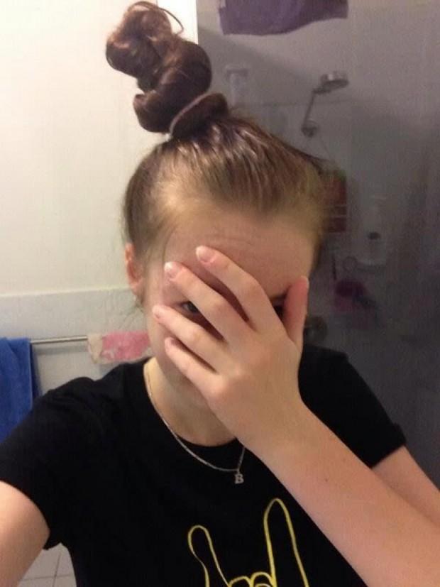 6. Saçları tepede toplayınca böyle şekilsiz bir şey çıkar!