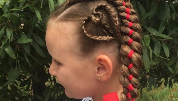 Shelley Gifford, saç örgüsüne farklı bir boyut kazandırmış. Avustralyalı anne kızının saçlarını her gün büyük bir tutkuyla örüyor.