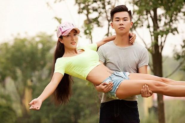 3. Çevresindekilere yaşından bahsettiğinde onları pek inandıramıyor Liu..