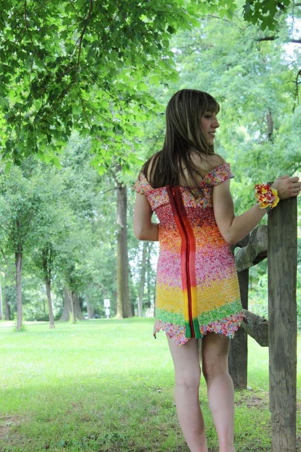 6. Kağıt elbisenin arka bölümü de böyle...