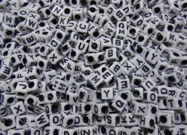 11. Onun adını boynumuza veya bileğimize yazmamızı sağlayan bu boncuklar