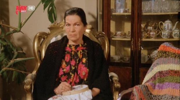 Rona'nın en büyük isteği bir filmde Atatürk'ün annesi Zübeyde Hanım'ı canlandırmaktı ama bu isteği gerçekleşmedi.
