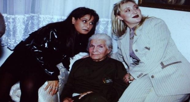 Ömrünün son yıllarında sağ tarafına felç inen ve tekerlekli sandalyeye mahkum olan Rona, Pendik'te bulunan bir huzurevinde kaldı.