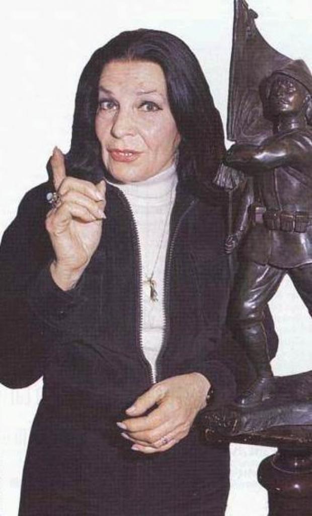 1947 yılında Kerim'in Çilesi adlı film ile sinemaya başladı.
