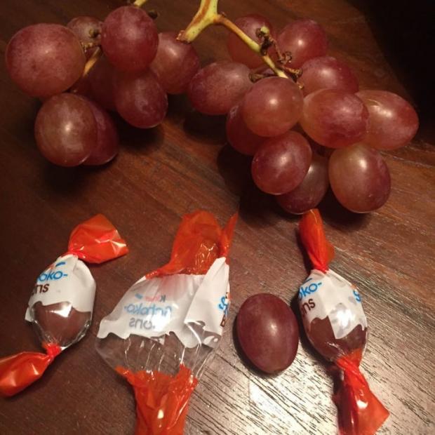 9. Meyve sevmeyen çocuğa meyveyi şeker kağıdında verin!