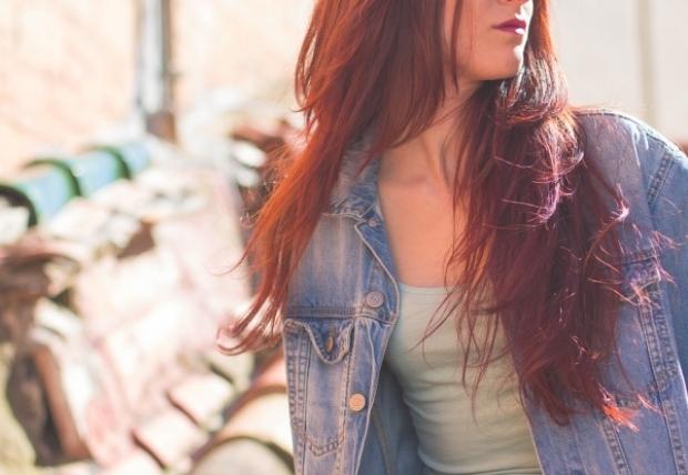 3. Kırıkları azaltır ve saçların daha parlak görünmesini sağlar