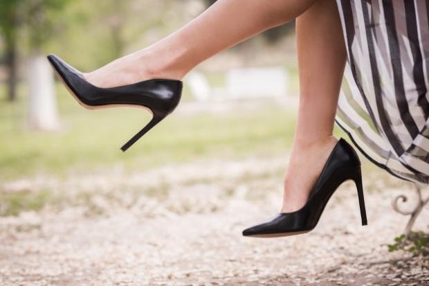 Bacak bacak üstüne atarsanız varize neden olur musunuz?