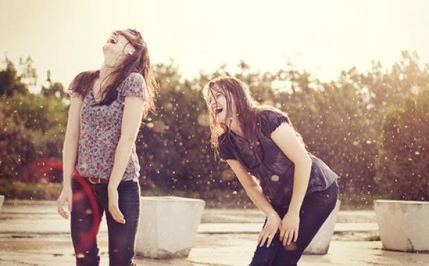 4. Espri yeteneği çok gelişmiştir, sizi güldürür
